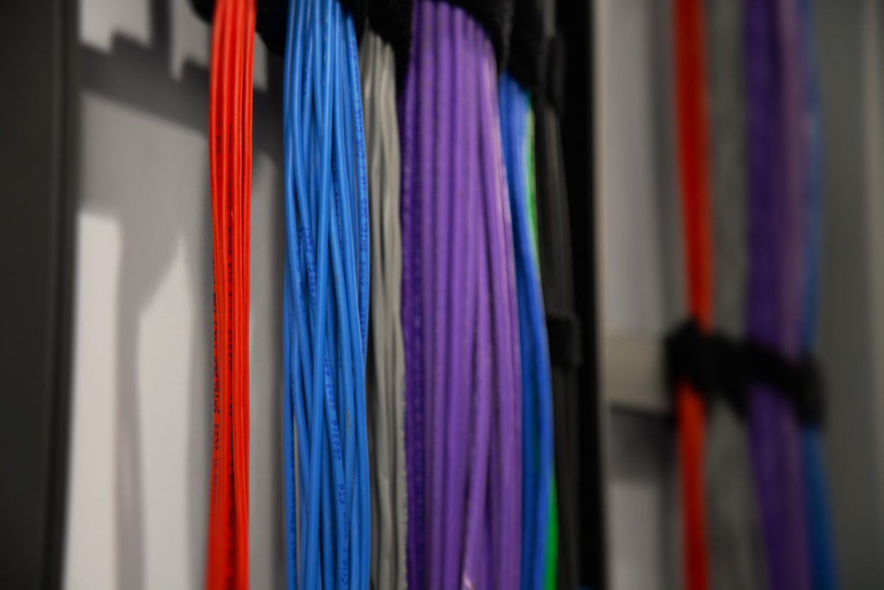 Colourful wires for recording equipment